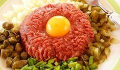Tatarský biftek z hovězí svíčkové – COOP Club Milanesa, Czech Recipes, Ethnic Recipes, Salmon Burgers, Cobb Salad, Ramen, Risotto, Homeland, Club
