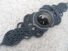 Ähnliche Artikel wie Goldene Glanz Obsidian - Macrame Armband (dunkelblau) - Stein, Größe ca. 3,1 cm/3,1 cm auf Etsy