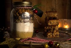 Csokis-karamellás süti Christmas Crafts, Xmas, Edible Gifts, Caramel, Diy And Crafts, Mason Jars, Food And Drink, Presents, Sweets