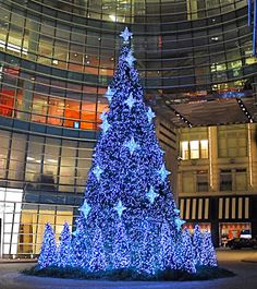 A Christmas tree outside the Bloomberg Tower - 731 Lexington Avenue at Street, New York City Christmas Tree Outside, Nyc Christmas, Christmas Tree Design, Beautiful Christmas Trees, Magical Christmas, Very Merry Christmas, Outdoor Christmas, Christmas Tree Decorations, Xmas Trees