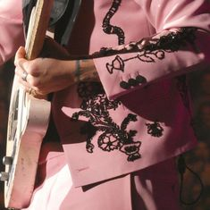 Harry Styles in Toronto, Canada Harry Styles News, Harry Styles Icons, Harry Styles Live, Harry Styles Pictures, Harry Edward Styles, Treat People With Kindness, Looks Cool, Pink Aesthetic, Little Things