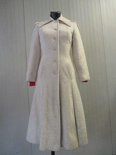 Stupendo cappotto vintage bianco anni 70.  Tipo casentino. Princess coat di FermataDautobus su Etsy