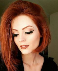 Popular Short Haircuts 2018 – 2019 Popular Short Haircuts 2018 – hort haircuts are possessing a foremost era at this moment. From iconic pixie cut to bangs and fringes,. Popular Short Haircuts, Short Hairstyles For Women, Easy Hairstyles, Girl Hairstyles, Hairstyles 2018, Cheveux Oranges, Auburn Hair, Auburn Bob, Red Hair Color