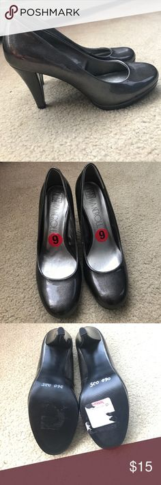 """Size 6 - Silver/grey Via Noreli Heels 👠 Round toe heels about 3.5"""" high. Color is a grey silver with a shine. New but I had ripped the tag off from TJ Maxx (the best store ever). Never worn. Size 6 Via Neroli Shoes Heels"""