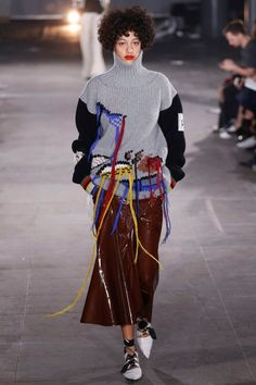 Joseph Fall 2016 Ready-to-Wear Collection - Vogue Knitwear Fashion, Knit Fashion, Look Fashion, High Fashion, Fashion Show, Autumn Fashion, Fashion Trends, Fashion Details, Fashion Design