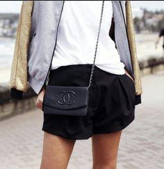 Chanel cross body bag. Want it!