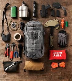 Superesse Straps, Patch Kits, and Hanks : Wearable Survival & EDC Kits - Multivi - Buscraft Camping Bushcraft Gear, Bushcraft Camping, Camping Survival, Outdoor Survival, Survival Gear, Survival Skills, Camping Gear, Survival Prepping, Homestead Survival