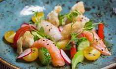 Японский салат с суши на гриле и чипсами из тапиоки | Ресторан «Турандот»