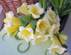 FREE TUTORIAL: polymer clay or gumpaste flowers. Mansikkamäki: Kellokukkien ohje
