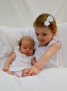 (R) Princess Estelle of Sweden, daughter of Crown Princess Victoria, finally met with her cousin, Princess Leonore, daughter of Princess Madeleine  on a trip in New York with her parents in the middle of the month of April 2014.