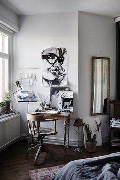 An artists workspace. /Alvhem.