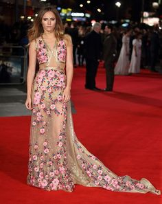 Suki Waterhouse went with pretty and sexy at the premiere of her latest movie 'Pride And Prejudice And Zombies