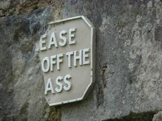 When this sign needed everyone to back up off it. | 17 Photos That Are Hilariously Perfect