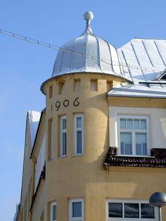 Tuomitalo, Vaara (Kakaravaara) Helsinki, Beautiful Places, Mansions, House Styles, Buildings, Spaces, Home Decor, Finland, Decoration Home
