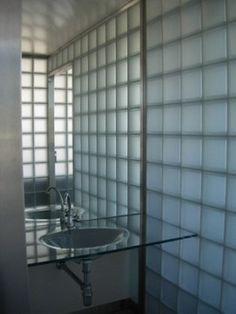 Moderne Räume mit Glasbaustein badezimmer dusche | Hinterhaus ... | {Glasbausteine dusche led 69}