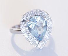 Cocktail ring bezet met topaas en diamanten - totaal 6.61 kt