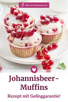 Johannisbeer-Muffins: Mit diesem Rezept gelingen sie garantiert Currant muffins are well-received by everyone and the recipe is not complicated. The muffins can be prepared with black or red berries, depending on your taste. Delicious Cake Recipes, Yummy Cakes, Mini Desserts, Oreo, Cake Candy, Streusel Muffins, Cheesecake, Peanut Butter Cupcakes, Krispy Kreme