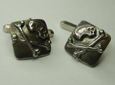 Skull & Crossbones Cufflinks in Hallmarked by CallumKiltsJewellery
