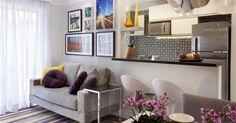 Sala de estar com quadros
