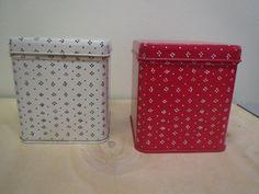 Marimekko, pienet Muija-purkit, siistikuntoiset, valkoisessa sisällä käytön jälkeä, korkeus 11 cm.  Pohjassa Marimekko, made in Finland, GWS.  12 euroa/kpl