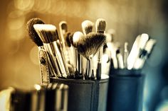 15 Basic Makeup Brushes And How To Use Them Properly Bright Makeup, Colorful Makeup, Best Makeup Tips, Best Makeup Products, Beauty Products, Beauty Tips, The Body Shop, Bijou Brigitte, Airbrush Makeup Kit