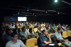 Plateia assiste à demonstração dos sistemas WoodWing e Adobe DPS para publicar em múltiplos canais. Foto: Guido Peters.