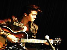 Elvis Presley Lebenslauf scheint wie bei einigen anderen berühmten Personen nach dem Tode weiter zu gehen. wie sein Manager sagt, ändert der Tod gar nichts