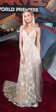 of the Day Brie Larson stunned in a custom Rodarte gown and APM Monaco jewelry at the Captain Marvel premiere.Brie Larson stunned in a custom Rodarte gown and APM Monaco jewelry at the Captain Marvel premiere. Captain Marvel, Curvy Celebrities, Beautiful Celebrities, Celebs, Dresses For Teens, Nice Dresses, Short Dresses, Dresses Dresses, Brie Larson