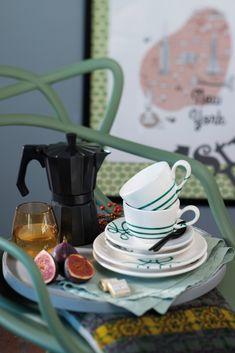 Zeit für eine Kaffeepause! #gmundner  #keramik #purgeflammt #handbemaltes #Geschirr #interior #kaffeeset #modern Kettle, Kitchen Appliances, Pure Products, Green, Modern, Hand Painted Dishes, Coffee Set, Coffee Break, Handmade