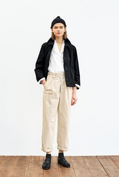 Librarian Chic, Margaret Howell, Linen Jackets, Minimal Chic, White Pants, Love Fashion, Style Me, Personal Style, Summer Outfits