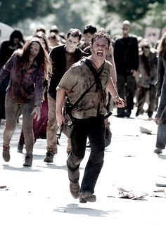TWD- 605- Rick Grimes making it back to Alexandria....just hope the others make it back too!!!