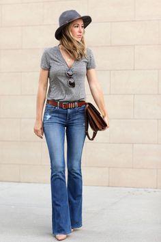 Jeans rectos azul claro pantalones de mesclilla azules rectos, playera gris