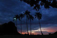 Dia e noite se misturam na Praia Vermelha, na Urca, Rio de Janeiro. Foto: Thiago Lontra/ Agência O Globo.