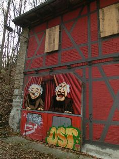 """""""Statler and Waldorf"""" a mural on a building (like a Lost Place) in Saalfeld, Germany."""