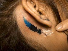 耳の部位に青い羽のモチーフを女性向けにデザインしたワンポイントタトゥーです。所要時間の目安は3時間前後、1回で完成するサイズです。