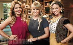 Nostalgia reigned supreme on stage 26 at Warner Bros. studios last July when the cast of Fuller House taped the premiere episode in front of a live. Full House Actors, Full House Cast, Full House Tv Show, Fuller House Episodes, Lori Loughlin Full House, Candice Cameron Bure, Stephanie Tanner, Elisha Cuthbert, She Wolf