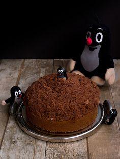 Domácí Krtkův dort děláme podle tohoto receptu. Nejlépe dopadl, když jsme dělali těsto z menší dávky a ujela mi ruka s kypřícím práškem, těsto se hodně nafouklo a bylo lehké a bylo ho dost na pokrývku dortu. Pudding, Party, Food, Cake Ideas, Mole, Pies, Bakken, Custard Pudding, Essen