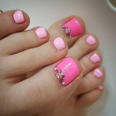 Pink and fuchsia pedicure rhinestones