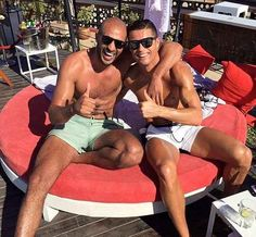 Cristiano Ronaldo é gay e tem um namorado, segundo canal de televisão francês