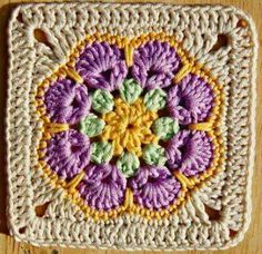 TO TRY > Pretty Crochet Granny Square. - African Octogon Flower, with a very nice edging to bring it to square African Octogon Flower Crochet Pattern // Made in K-Town // Free Granny Square from African Flower Octagon motif - super easy and WOW is that pr Motifs Granny Square, Granny Square Pattern Free, Flower Granny Square, Crochet Blocks, Granny Square Crochet Pattern, Crochet Squares, Crochet Granny, Granny Squares, Free Pattern