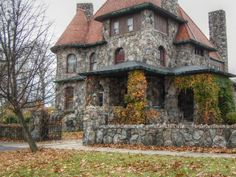 Old Stone House - I love old houses Beautiful Architecture, Beautiful Buildings, Beautiful Homes, Old Stone Houses, Old Houses, Stone Cottages, House On The Rock, Home Wallpaper, Abandoned Houses