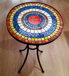 Mosaic Vase, Mosaic Tiles, Mosaics, Home Crafts, Easy Crafts, Fused Glass, Stained Glass, Mosaic Coffee Table, Mosaic Tile Designs