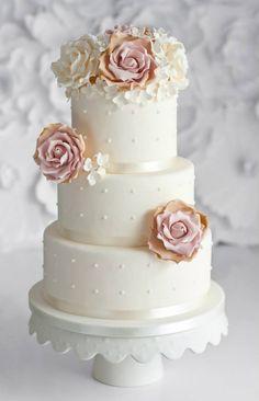 Delicate Wedding Cakes - MODwedding