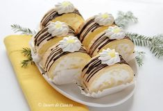 Goodies, Rolls, Cupcakes, Sweets, Food, Mini Pastries, Deserts, Recipes, Houses
