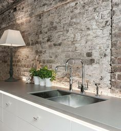 50 Creative Industrial Style Decor Designs That You Can Create For Your Urban Lifestyle Apartment Industrial Design No. Brick Wall Kitchen, Barn Kitchen, Rustic Kitchen, Modern Rustic Homes, Modern Rustic Interiors, Brick Interior, Kitchen Interior, Brick Wallpaper Rustic, Kitchens Without Upper Cabinets