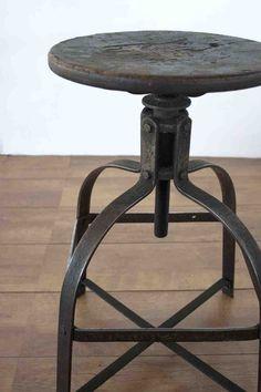 industriele kruk - Google zoeken Rustic Industrial Decor, Industrial Furniture, Vintage Industrial, Industrial Style, Rustic Decor, Loft Interiors, Sell My Art, Wall Sculptures, Wood Projects
