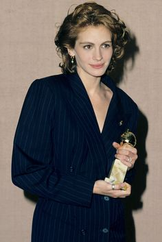 21 Golden Globe Looks That Didn't Put Us to Sleep - Julia Roberts, 1991. Photo: Steve Granitz / Getty Images