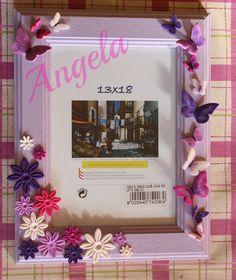 cornice personalizzata con fiori e farfalle in fimo sui toni del rosa e viola.  photo frame with flowers and butterfly