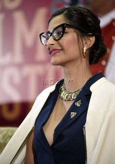 Sonam Kapoor's bespectacled look Sonam Kapoor at the inauguration of FICI FLO Film Festival. Popular Actresses, Hot Actresses, Indian Actresses, Bollywood Stars, Bollywood Fashion, Bollywood Actress, Parneeti Chopra, Bollywood Masala, Fashion Couple