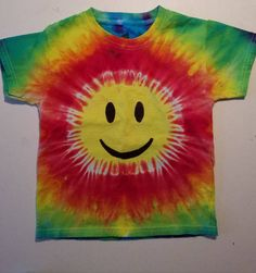 Arts And Crafts, Diy Crafts, Get Happy, Hippie Art, Tie Dye T Shirts, Dyes, Smiley, Trending Outfits, Handmade Gifts